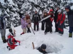 Дослідження структури снігового покрову