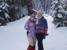 Учасники зимової польової школи-семінар гірського ландшафтознавства: Гостюк Зоряна та Терлецька Наталя