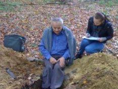 2013 р. Опис грунтового розрізу в околицях смт.Брюховичі. Муха Б.П. і студентка Козак Т.