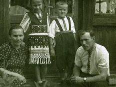 """1952 р. село Хлівчани, сім""""я Мухи Б.П."""